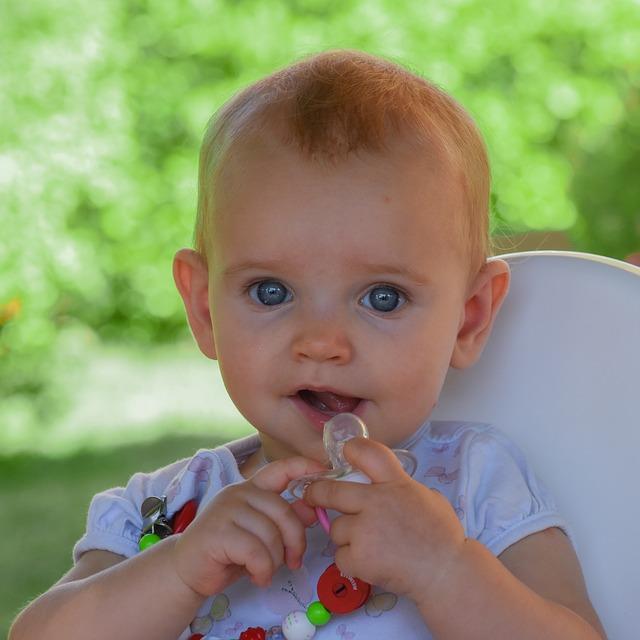 Bébé-sucette-ou-pouce